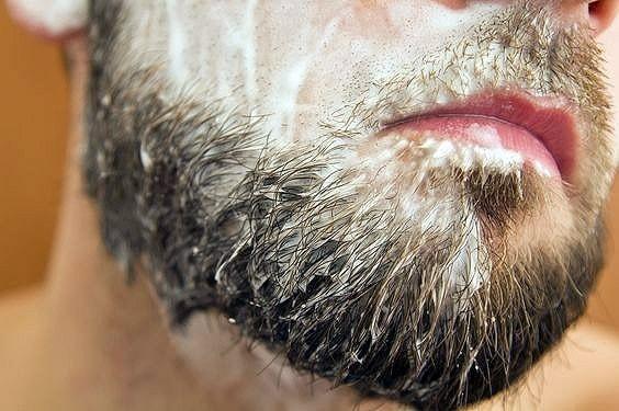 Un buen cuidado e higiene de la barba se consigue con productos específicos para su lavado y aceites para su salud y brillo