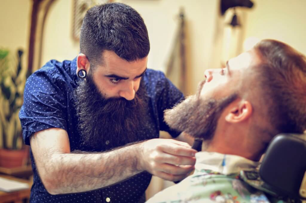 Unas visitas regulares al barbero, unidas a unos productos y elementos de cuidado convertirán tu barba en algo distinguido y parte de tu personalidad.